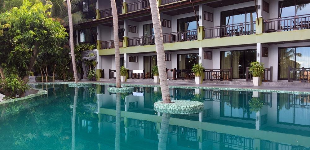The pool and rooms at tanote villa koh tao resort
